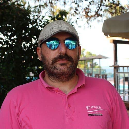 Don't be afraid, its Nikos our lovely bar man at the beach club