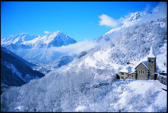 Skiing Holidays France: Choosing the Right Chalet