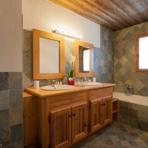 The South Face bathroom