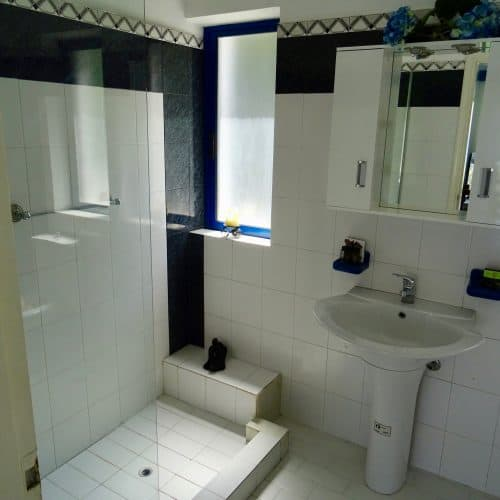 Villa Afrodite bathroom
